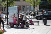 Gedimino 9 reklamine kampanija, reklaminis velomobilis, reklamos masinos, advertising bike, promobike