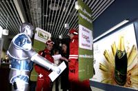 Login konferencija 2010, reklamos zmones, reklamos masinos, skrajuciu dalinimas