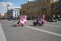 Prekybos centro Gedimino 9, reklamine kampanija, reklaminis velomobilis, reklamos masinos, advertising bike, promobike