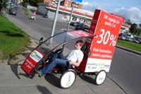 Šeimos vaistines reklamine kampanija, reklaminis velomobilis, reklamos masinos, advertising bike, promobike